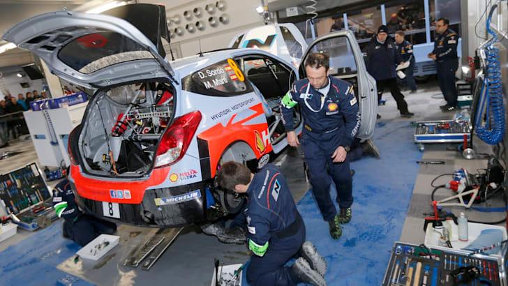 2014-Hyundai-WRC-08