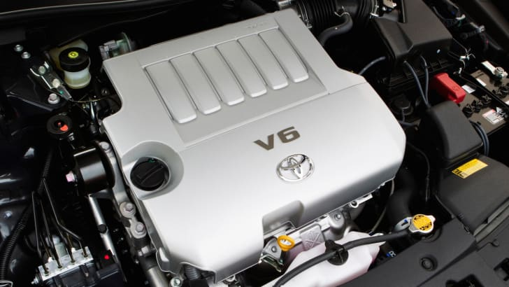 2012 Toyota Aurion engine bay