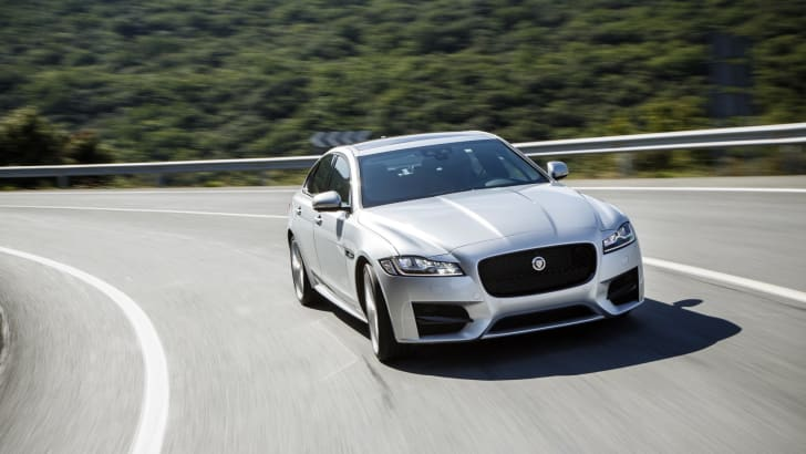 2016 Jaguar XF Review - 18