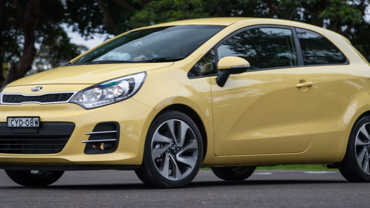 2015-kia-rio-sport-hatch-yellow-49