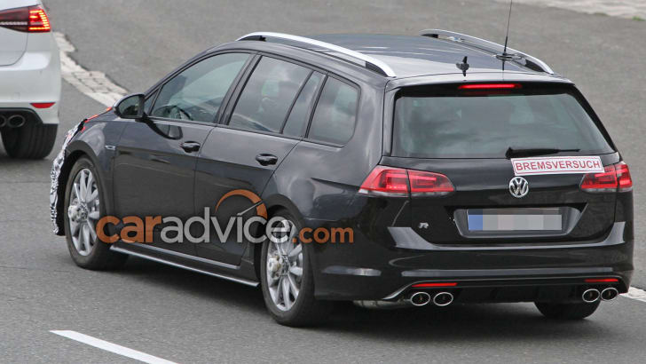 volkswagen-golf-r-wagon-facelift-spy-9