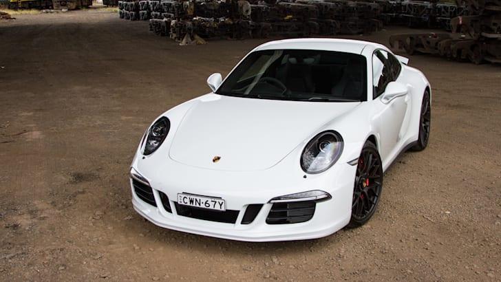2015-porsche-911-carrera-GTS-2