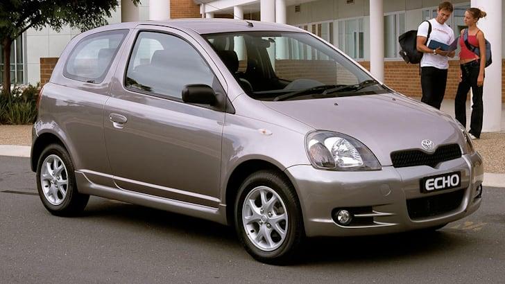 2001 Toyota Echo Sportivo 3 door. 010304