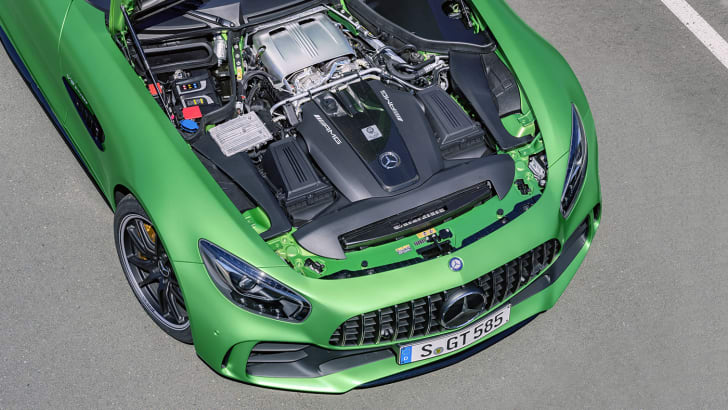 AMG GT R; 2016; Detail; 4,0-Liter-V8-Biturobomotor; 430 kW, 700 Nm; Kraftstoffverbrauch kombiniert: 11,4 l/100 km, CO2-Emissionen kombiniert: 259 g/km AMG GT R; 2016; detail; 4.0 liter V8 biturbo engine; 430 kW, 700 Nm; Fuel consumption, combined: 11.4 l/100 km, CO2 emissions, combined: 259 g/km