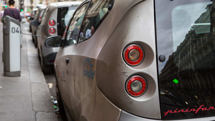 ev-car-share-paris-autolib-2015-12