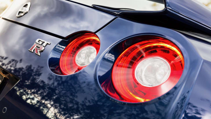 2017-nissan-gt-r-review-26