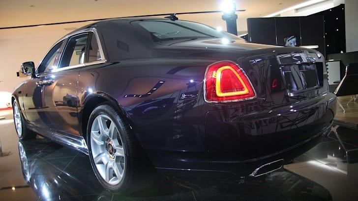 Rolls-Royce-Ghost-R3qu1