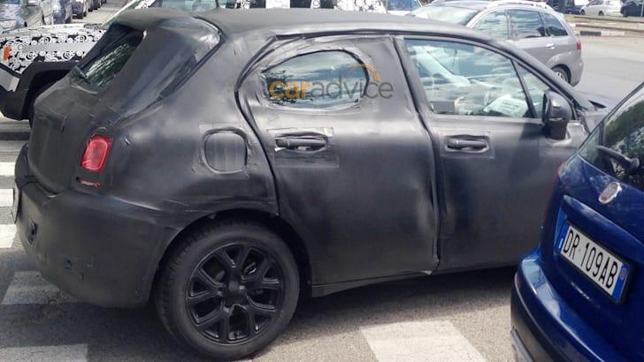 Fiat 500X spy photo - side and rear