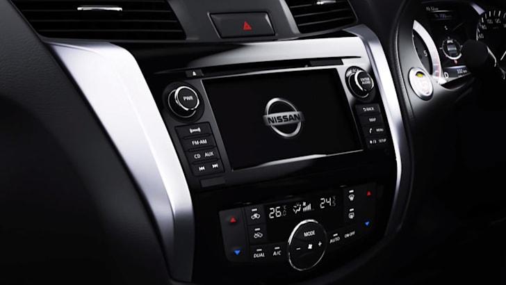 Nissan Navara HVAC and entertainment touchscreen