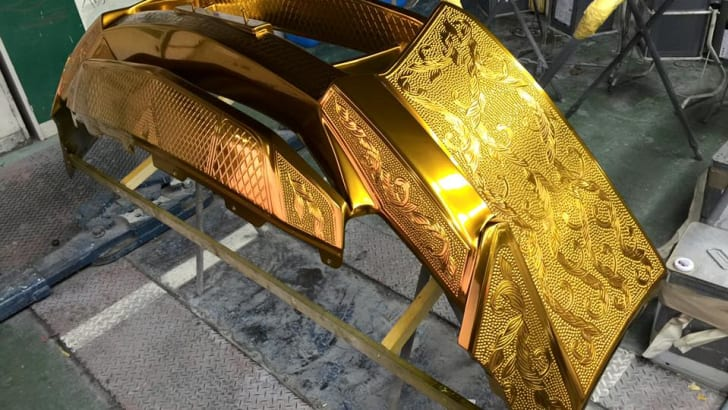 nissan-gt-r_gold-engraved_06