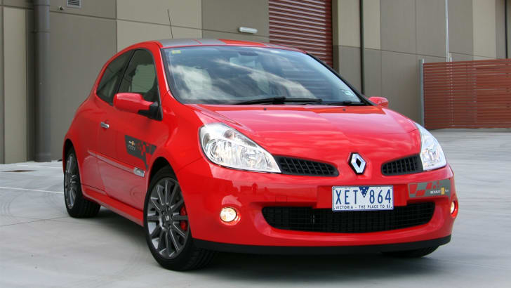 Renault_Clio_R27_F1_002