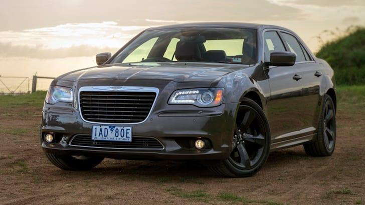 Chrysler 300S pose