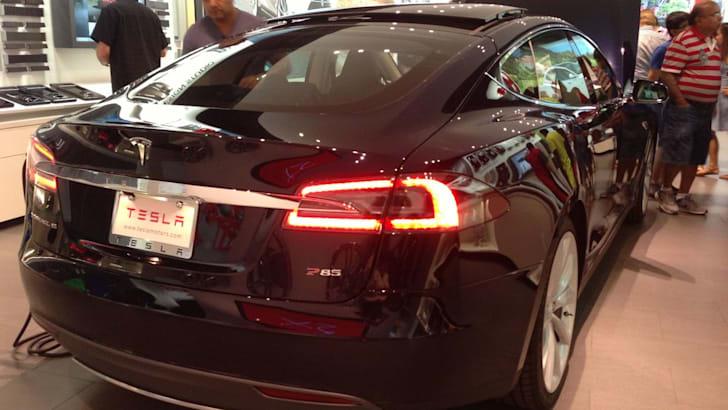Tesla Model S04