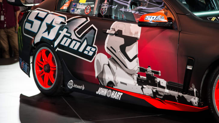 2015-holden-hrt-v8supercar-starwars-15