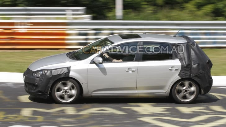 2010 Kia Cee'd facelift spied at 'Ring