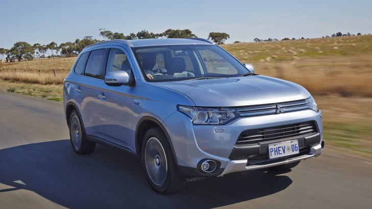 Mitsubishi Outlander PHEV road