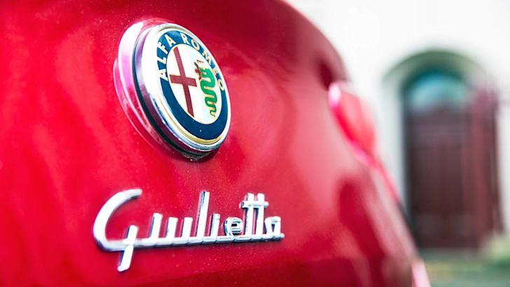 Alfa Romeo Giulietta badge