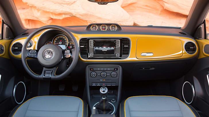 volkswagen-beetle-dune-cabrio-interior