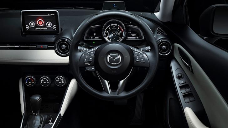 Mazda2_13