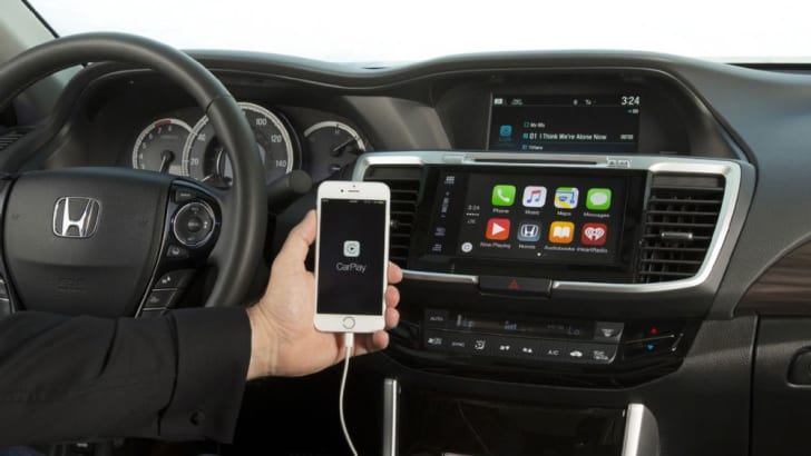 2016_honda_accord_overseas_06_apple-carplay