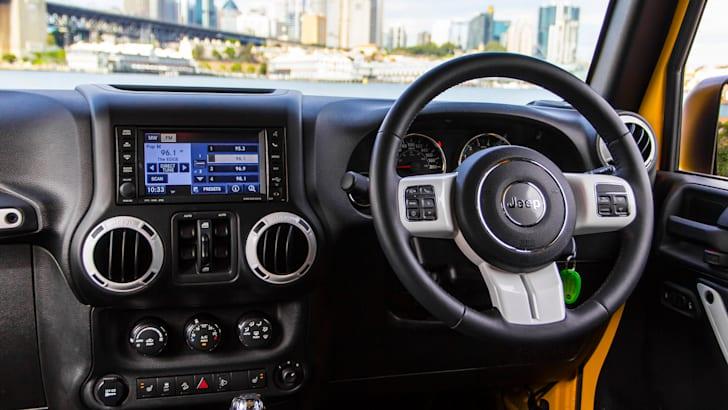 jeep-wrangler-yellow-2015-25