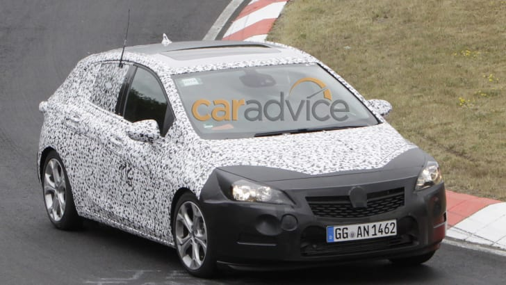 2015 Opel Astra spy photo - front