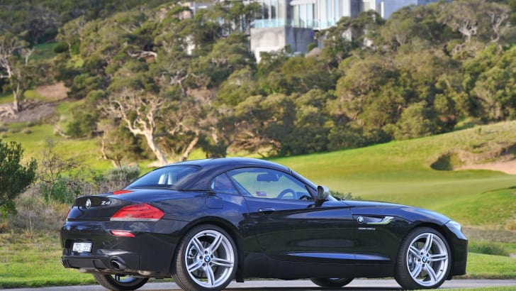 BMW Z4 black driving roof up