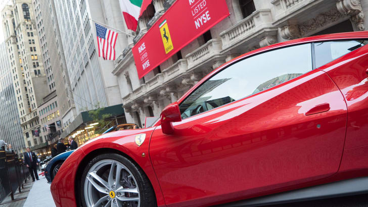 ferrari-wall-street-display