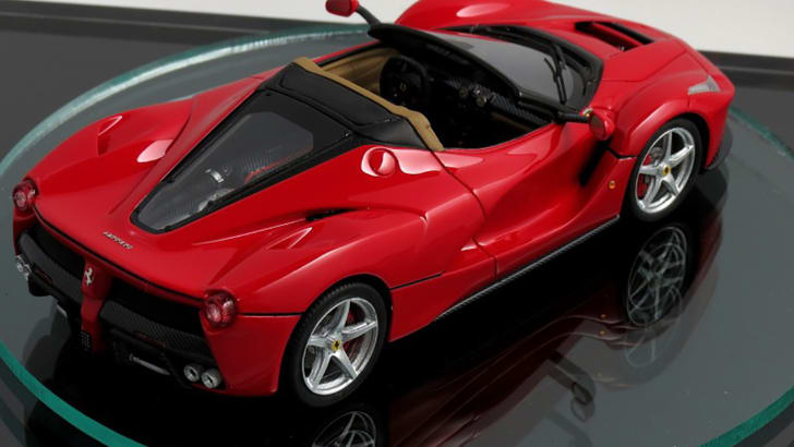 2017-ferrari-laferrari-spider-scale-model-04