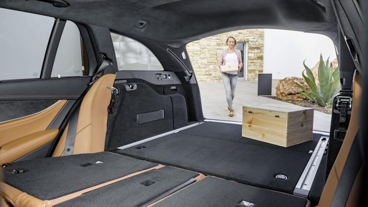2017_mercedes-benz_e-class-estate_e-class-wagon_01_16