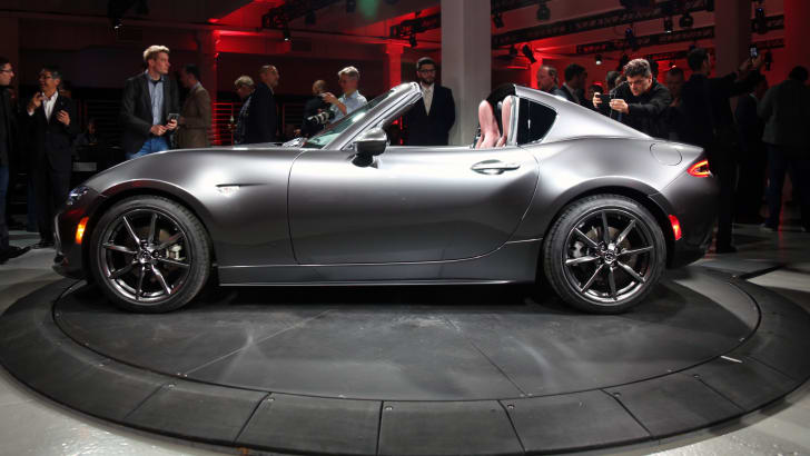 2016_mazda_mx-5-rf_new-york_live_00_02