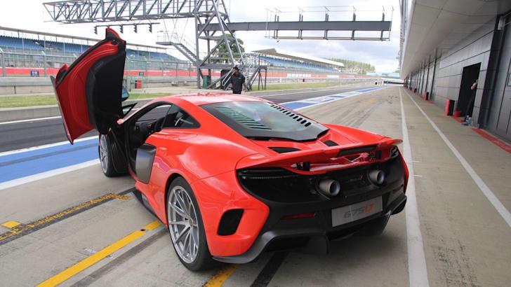 McLaren 675LT08