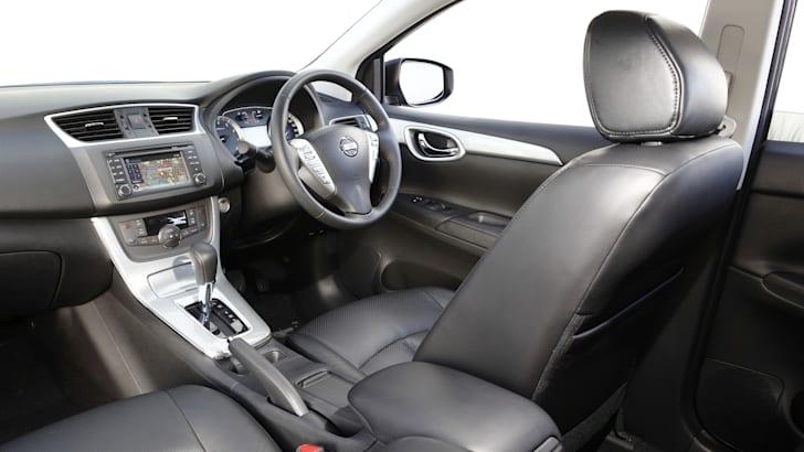 Nissan Pulsar Sedan - 2