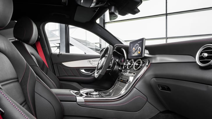 Mercedes-AMG GLC 43 4MATIC Coupé; Outdoor; 2016; Interieur: Leder Schwarz, AMG Zierelemente Carbon ;Kraftstoffverbrauch kombiniert: 8,4 l/100 km, CO2-Emissionen kombiniert: 192 g/km Mercedes-AMG GLC 43 4MATIC Coupé; Outdoor; 2016; interior: leather black, AMG carbon-fibre trim parts; Fuel consumption, combined: 8.4 l/100 km, CO2 emissions, combined: 192 g/km