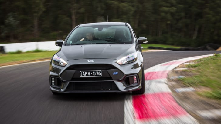 2016-ford-focus-rs-16