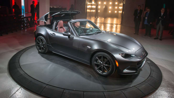 2016_mazda_mx-5-rf_new-york_live_11a