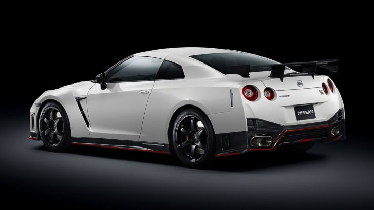 Nissan-GT-R-Nismo-2