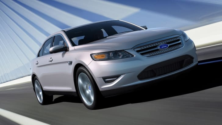 2010_ford_taurus_front