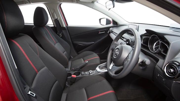 2015 Mazda 2_08