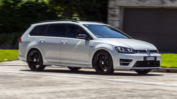 2016_volkswagen_golf-r_wagon_review