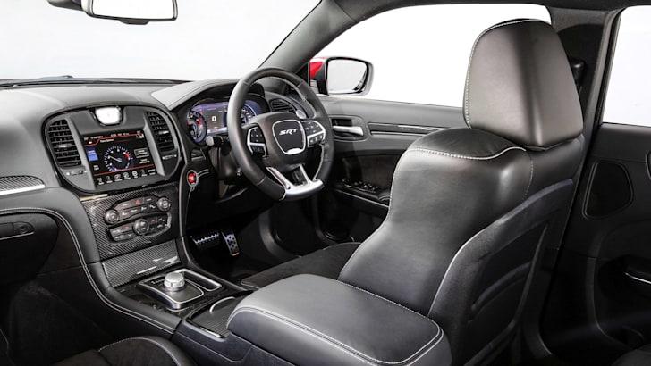 Chrysler_300_SRT_00047