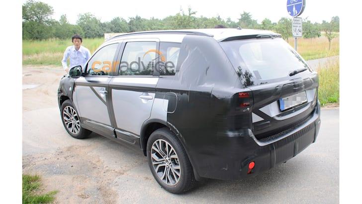 2015 Mitsubishi Outlander facelift spy photo - rear