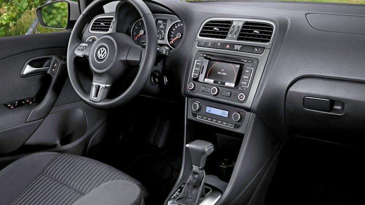 2010_Volkswagen_polo_file_006
