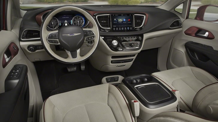 2016_chrysler_pacifica_overseas_07a