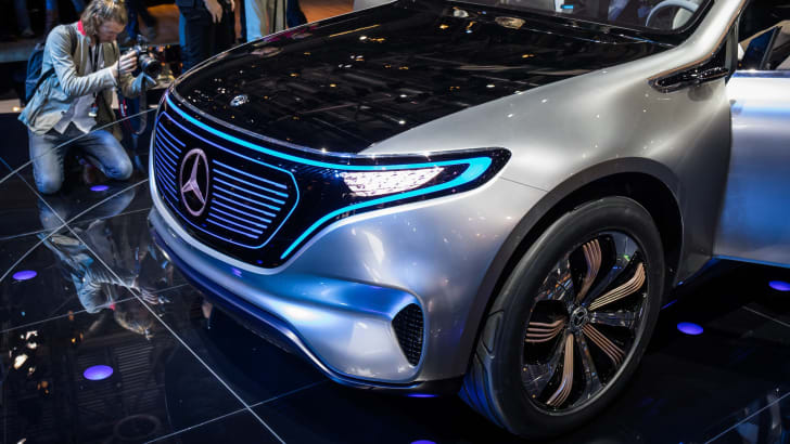 2016-paris-mercedes-eq-2