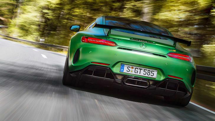 AMG GT R; 2016; Landstraße; Exterrieur: AMG Green Hell magno; Kraftstoffverbrauch kombiniert: 11,4 l/100 km, CO2-Emissionen kombiniert: 259 g/km AMG GT R; 2016; country road; Exterior: AMG Green Hell magno; Fuel consumption, combined: 11.4 l/100 km, CO2 emissions, combined: 259 g/km