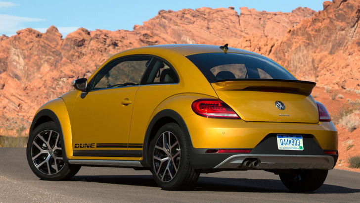 volkswagen-beetle-dune-hatch-rear