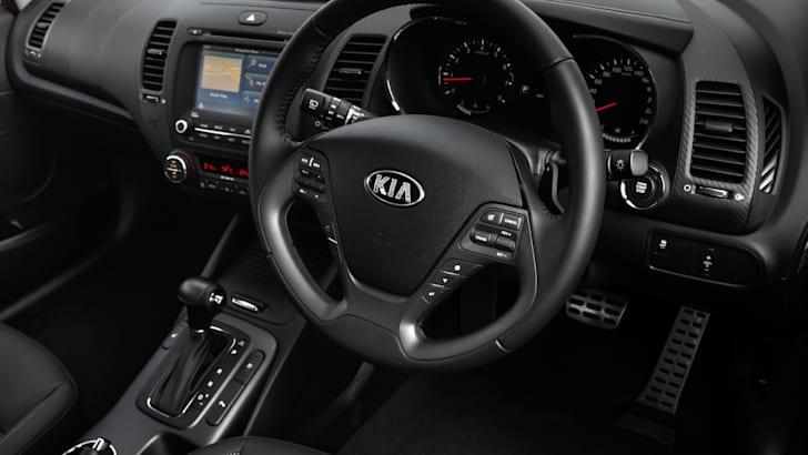 2013-Kia-Cerato-Hatch-16