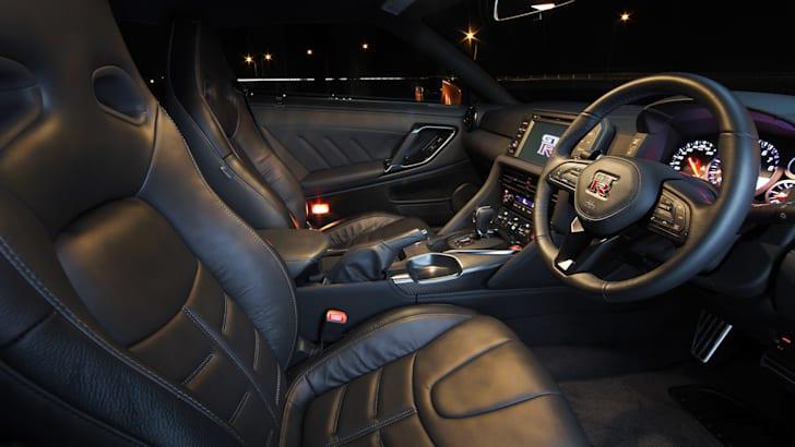2017-Nissan-GT-R-58