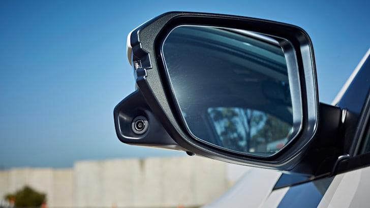 honda_wing-mirror-camera